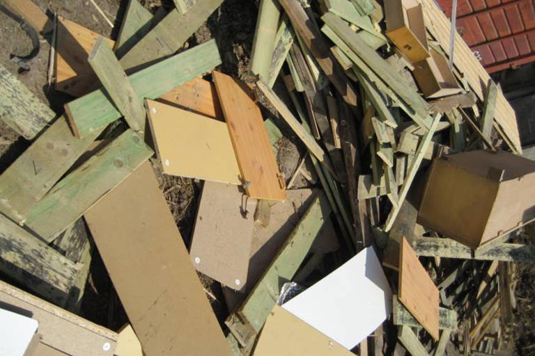 BAU- UND ABBRUCHHOLZ, AIV Abfallschlüssel: 170204* Sortennummer: 4086/4087 Lieferwerke: Recyclingwerk